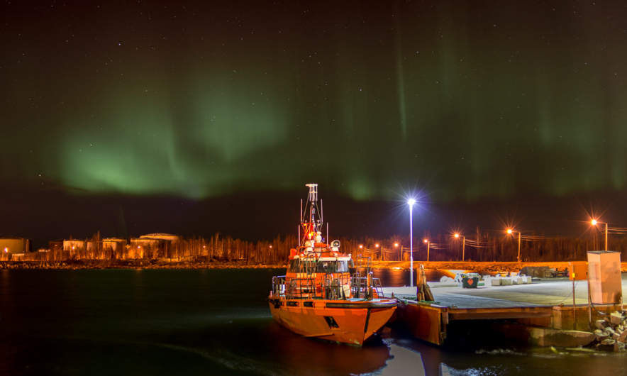 Pilot boat and polar light