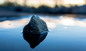 Testshot: Stone and water – ISO 200 f/2.0 1/8000 sec