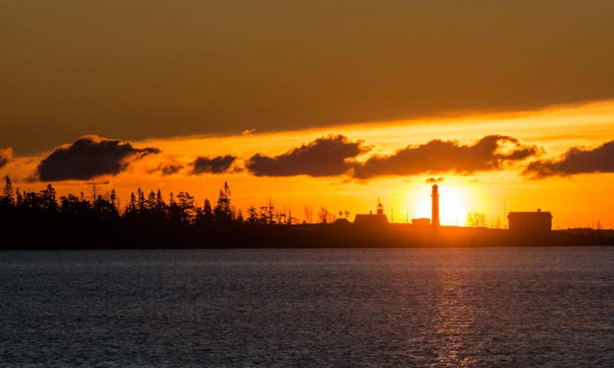 Sunrise behind the light tower of Gåsören