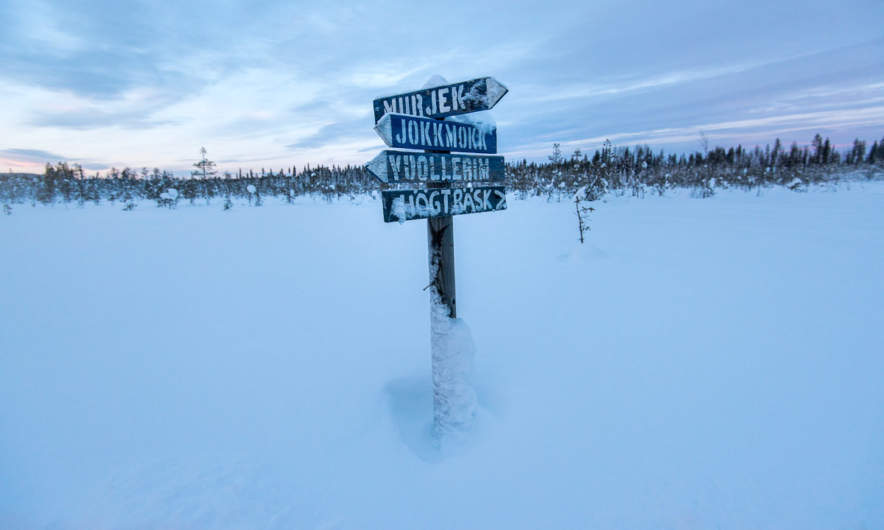 A winter way signpost