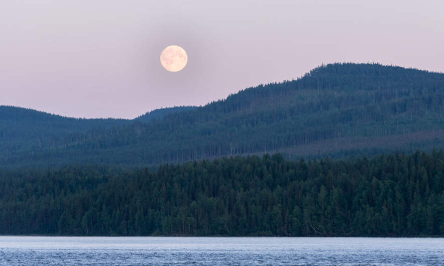 Full moon over the Piteälven