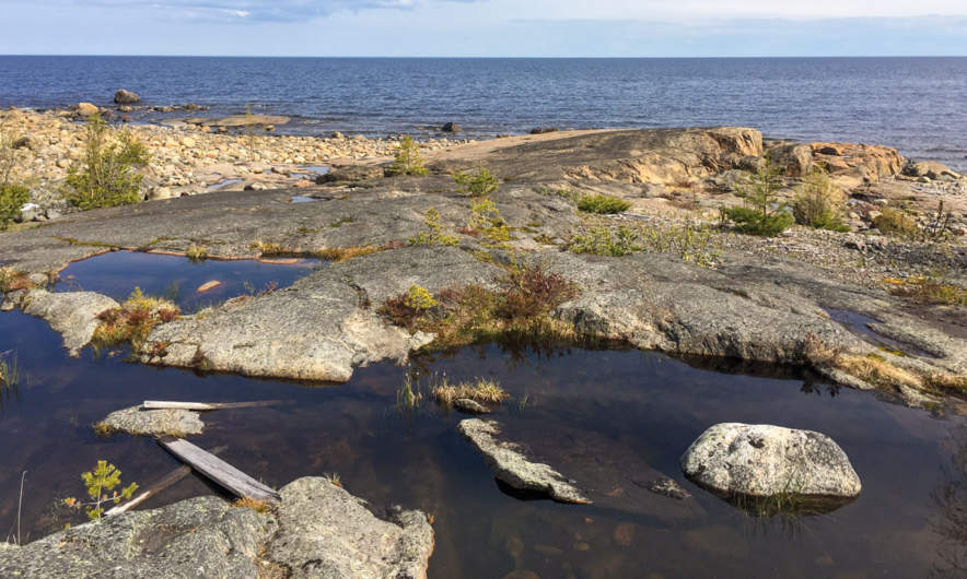 Rock pools on Vånören