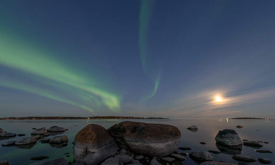 18:40 –aurora curtains above the Baltic Sea