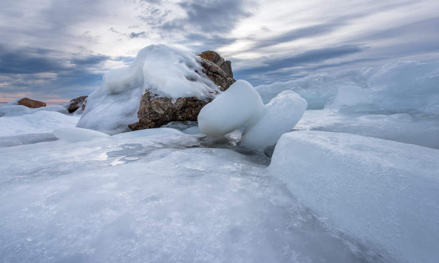 Icy landscape along the rocky coast of Kågnäshällan