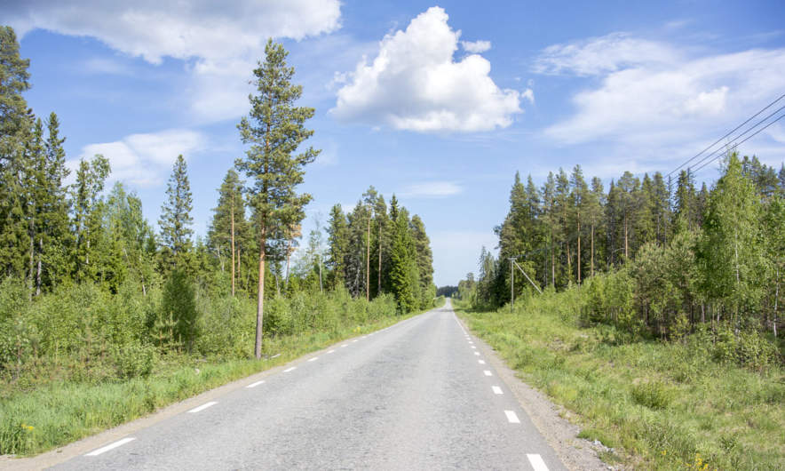 The road to Boviksbadet