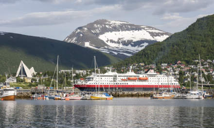 Hurtigruten and Ishavskatedralen