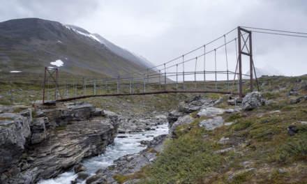 Chain bridge over Guobirjohka