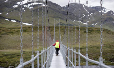 Chain bridge over Gaskkasjohka