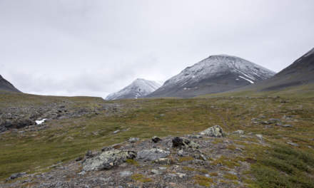 Entering the valley Stuor Reaiddávággi