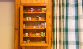 Ski wax cabinet