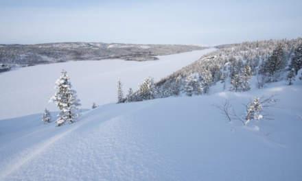 The lake Langfjordvatnet/Uhkavuonjávri