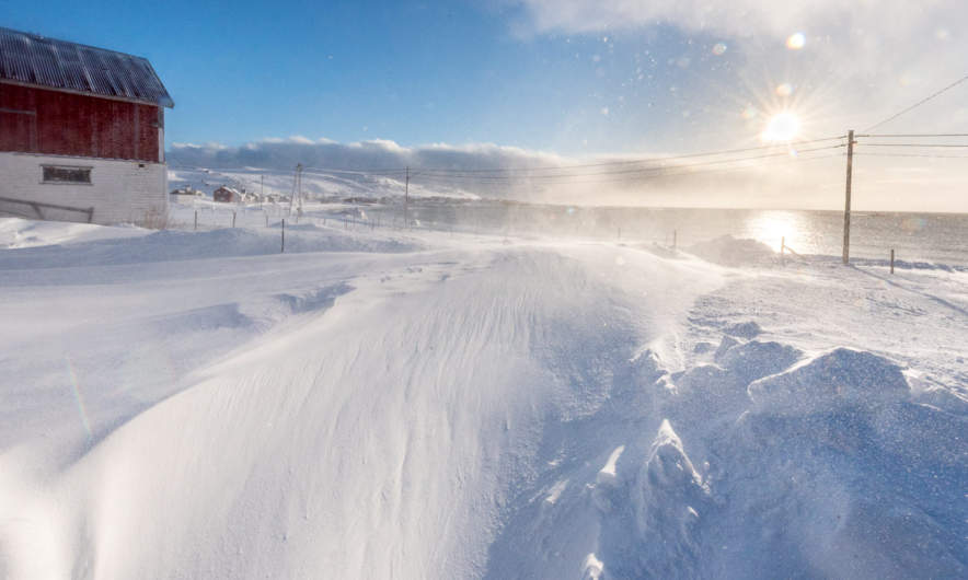 Drifting snow in front of Trond's house