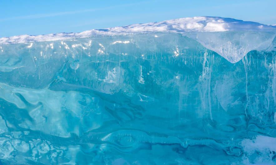 Turquoise-coloured glass-like ice