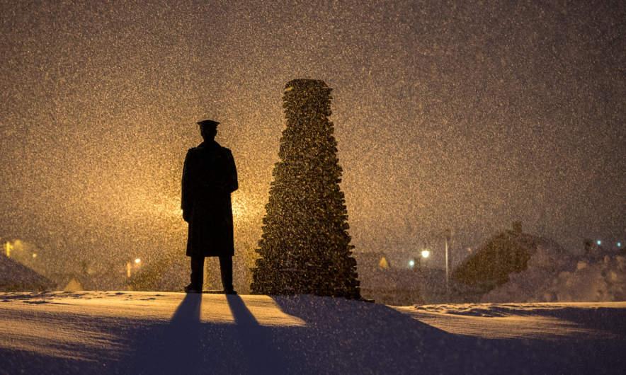 King Håkon V in the snow