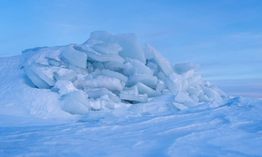 A pile of ice floes at the coast