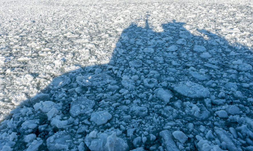 Baus' shadow on the ice