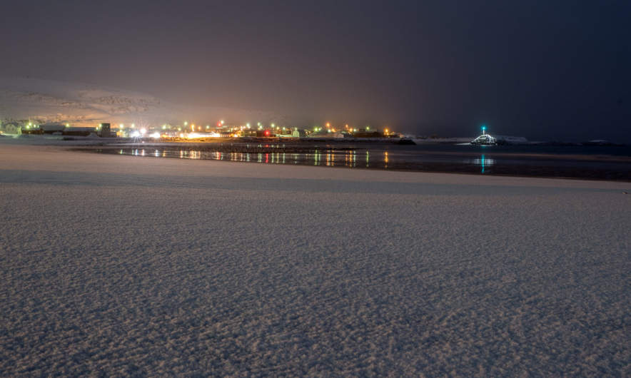 Kiberg beach at night, under the snow there are tidal sand flats