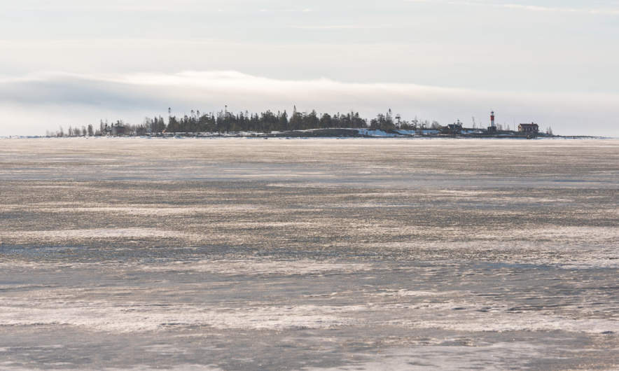 Grey ice between mainland and the island Gåsören