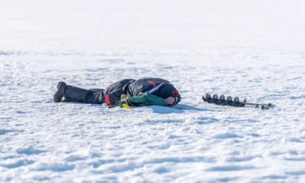 Ice fishers in Skelleftehamn iII