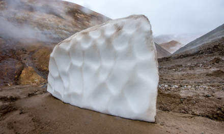 Solitary snow block