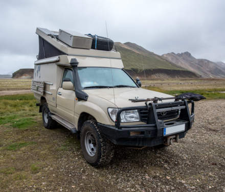 Off-road vehicle VII – Toyota pickup with tent