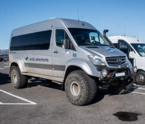 Off-road vehicle X– Mercedes tourist bus