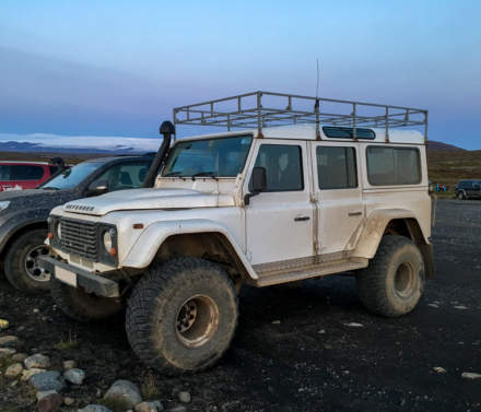 Off-road vehicle – Land Rover Defender