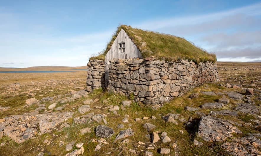 Stone hut on the Steingrimsfjarðarheiði