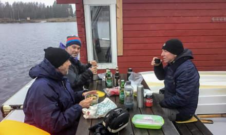 Outdoor lunch (Photo: Hans Brettschneider)