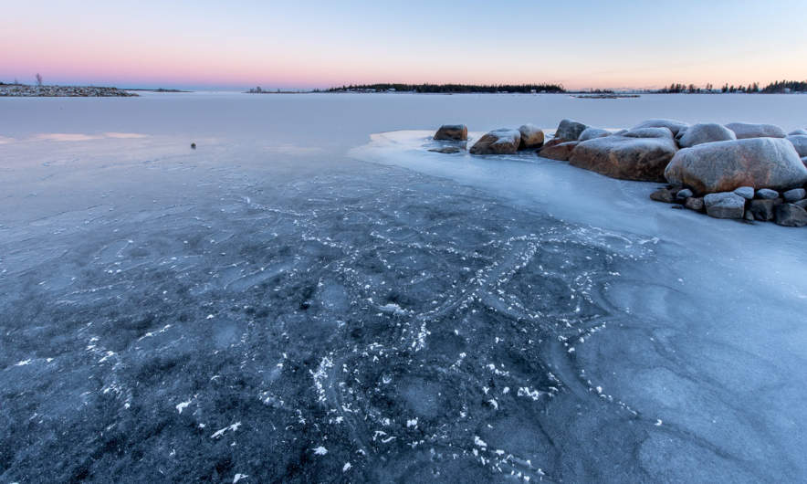 Ice between mainland and the island Norrskär