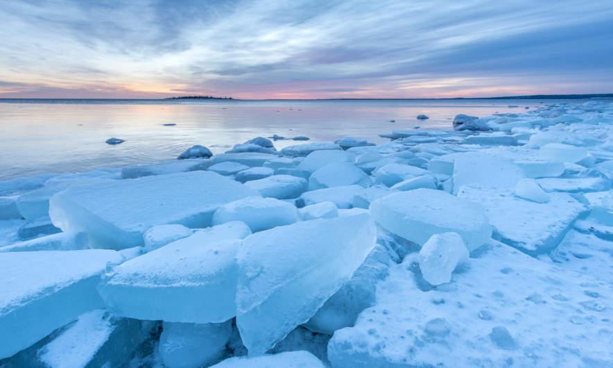 Stranded ice floes in Skelleftehamn