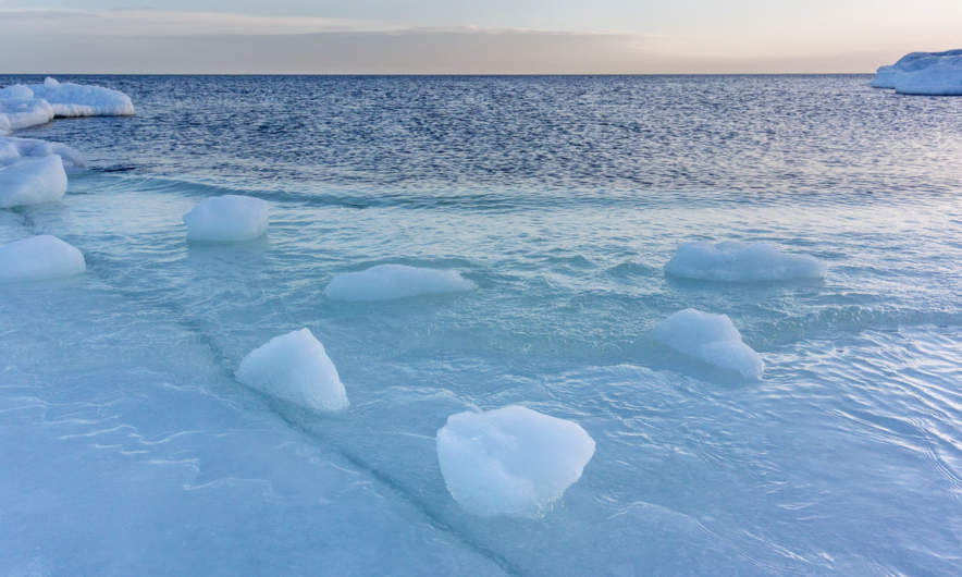 Between land, ice and sea I