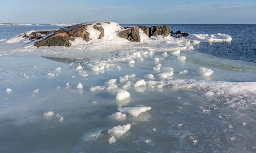 Between land, ice and sea II