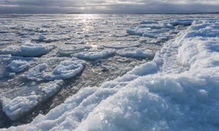 Breaking ice at Näsgrundet