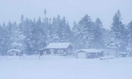 The day before: Houses in wind and snow