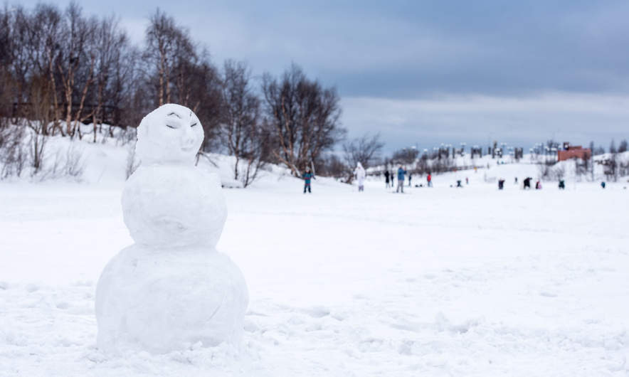 Snowman on the lake Semyonovskoye