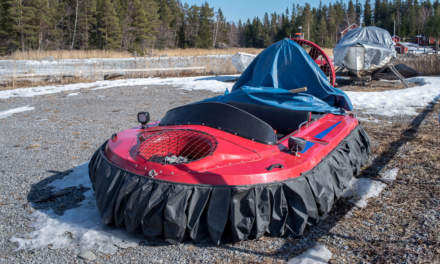 A small hovercraft (me want!)
