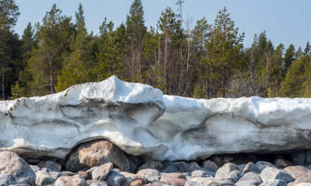 Ice Wall on the shore of Gråsidan