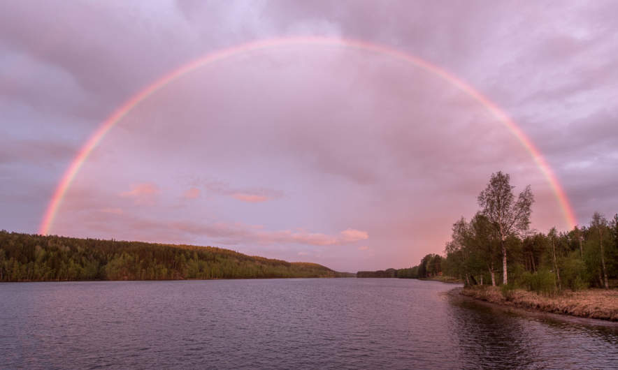 23:00 – a rainbow above the river Luleälven