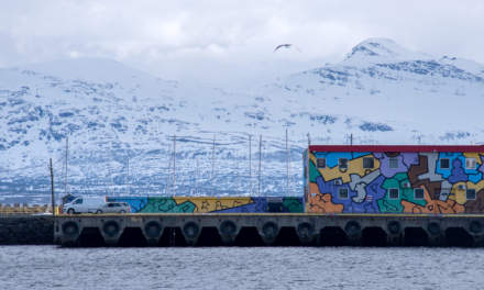 The breakwater Sørsjeteen with the art from Chris Reddy