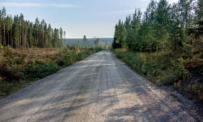 A broader gravel road – partly leading steeply downhills