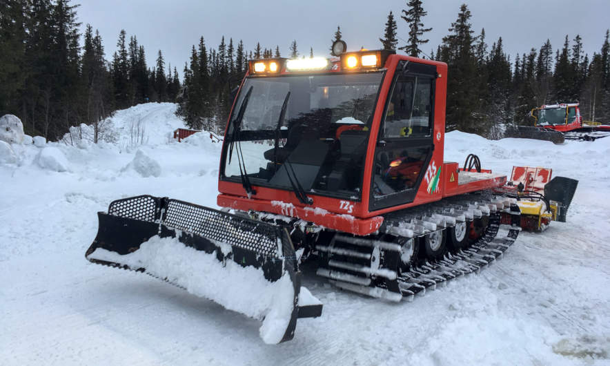 Snowcat for the skating tracks