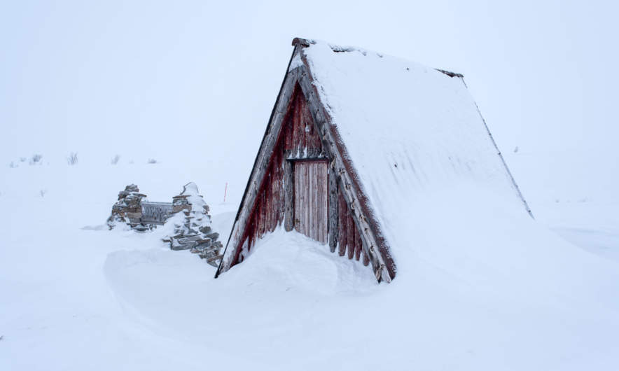 Kalfjell on the E6 – a wooden hut