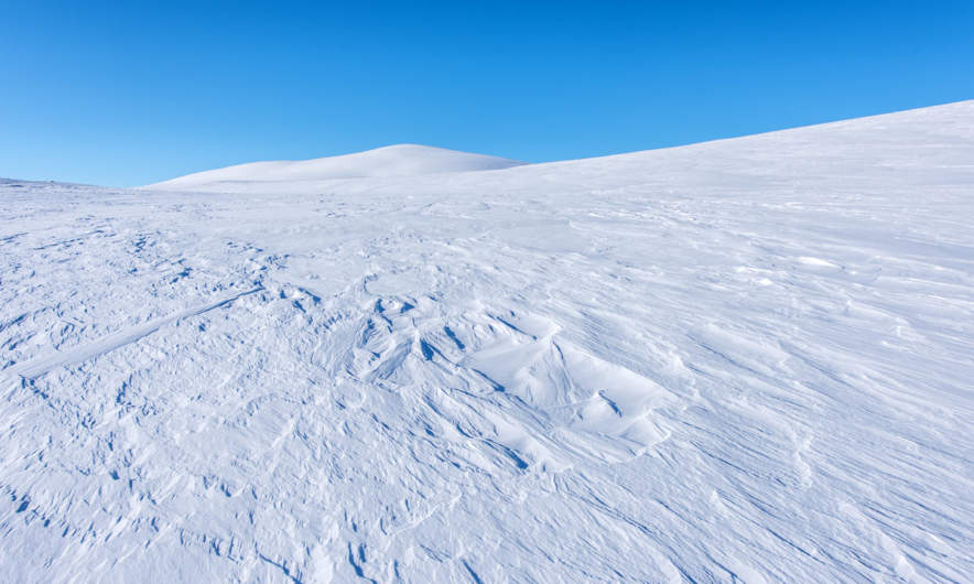The kalfjäll – blue sky, white snow