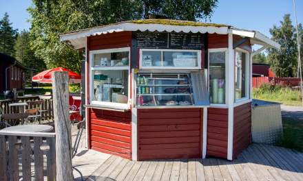 The kiosk at Bredvik provides tasty food