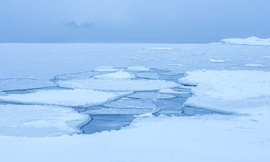 Icy morning – some islands are surrounded by ice fog