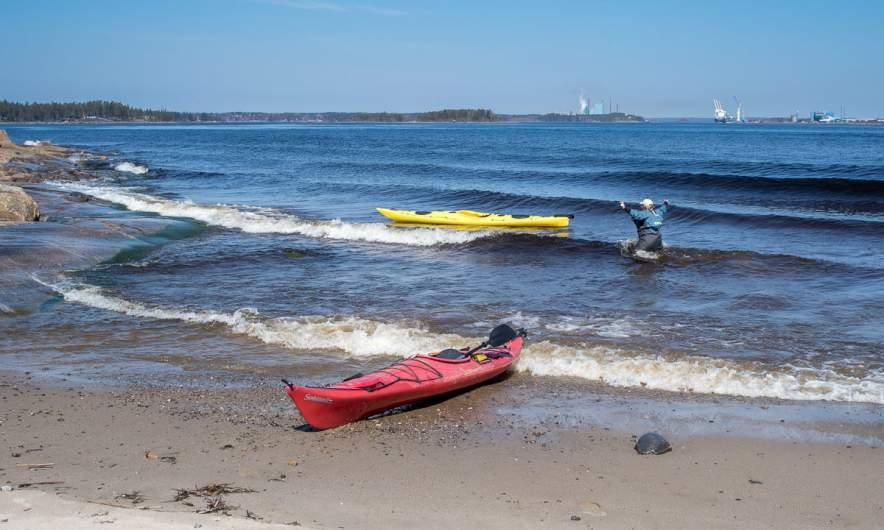 Annika hunting her kayak