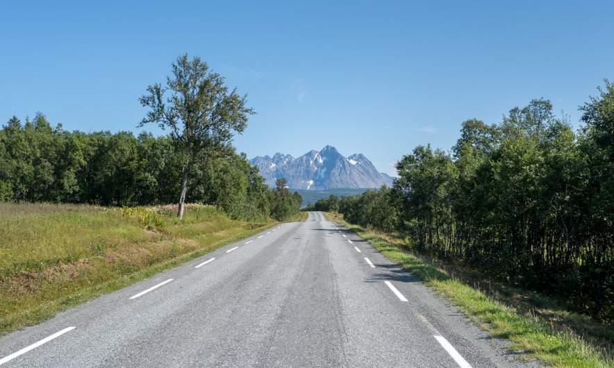 Lyngen alps ahead
