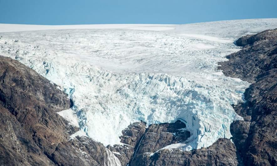 The glacier Øksfjordjøkelen