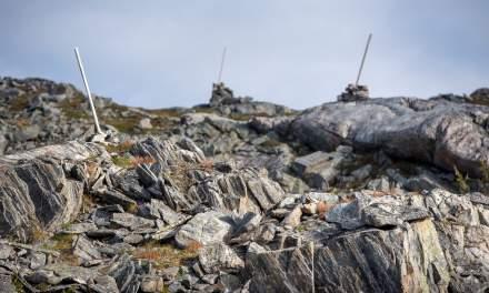 The path leads through rocky terrain